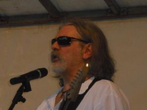 Giuseppe - Voce e chitarra acustica